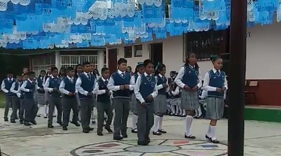 Video: Alumnos cambian tradicional vals de graduación por una cumbia   El Imparcial de Oaxaca