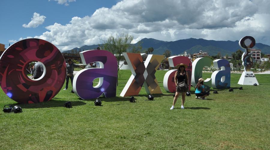 Visitantes nacionales e internacionales reconocen atractivos turísticos de Oaxaca