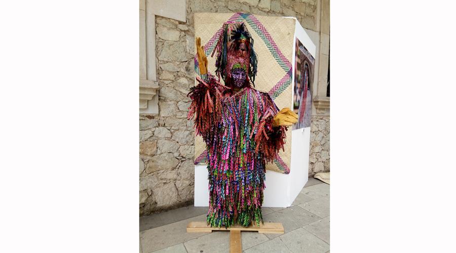 Tiliches de Putla  contagian su carnaval