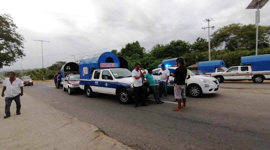 Transportistas bloquean  la carretera federal 200 | El Imparcial de Oaxaca