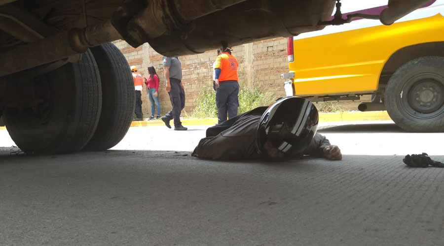 Motociclista muere debajo de un camión en la colonia Reforma Agraria