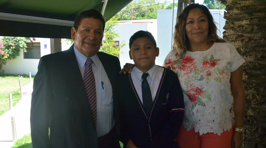 Carlos termina estudios de secundaria. ¡Enhorabuena! | El Imparcial de Oaxaca