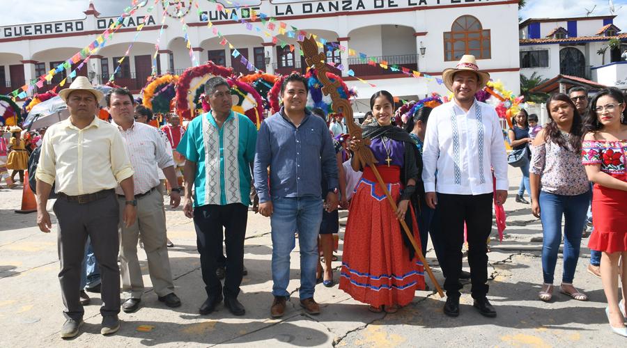 Realizan en Cuilápam encuentro de Danzas de la Pluma