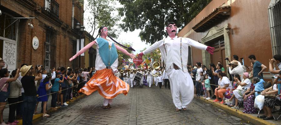 Con éxito se lleva a cabo el desfile de delegaciones ¡Y mañana hay Guelaguetza!