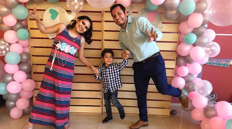 La familia Valencia Urquidi espera el nacimiento de Leonardo y Ximena