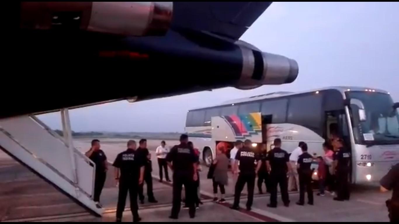 Video: Repatria México desde Veracruz a otros 106 hondureños | El Imparcial de Oaxaca