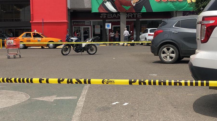 Sale del banco y  le roban $35 mil pesos en plaza Oaxaca