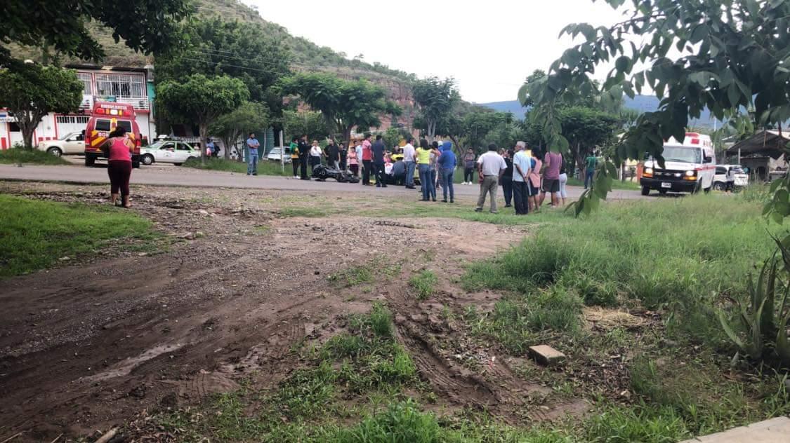 Joven motociclista resulta grave tras fuerte percance en Huajuapan