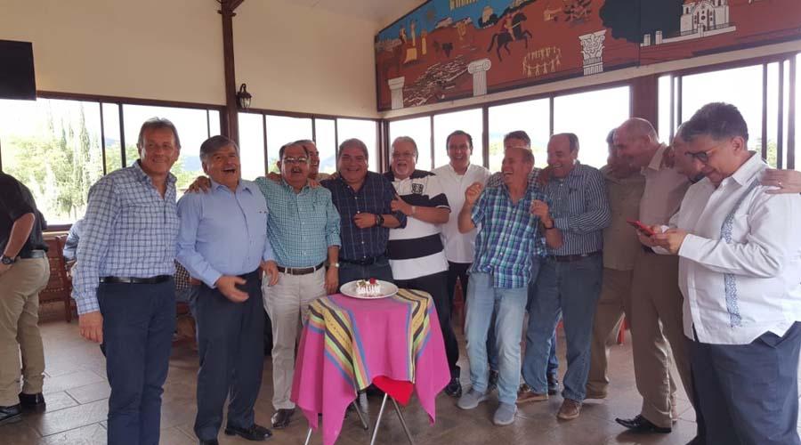 Carlos celebró 50 años de vida acompañado de entrañables amigos