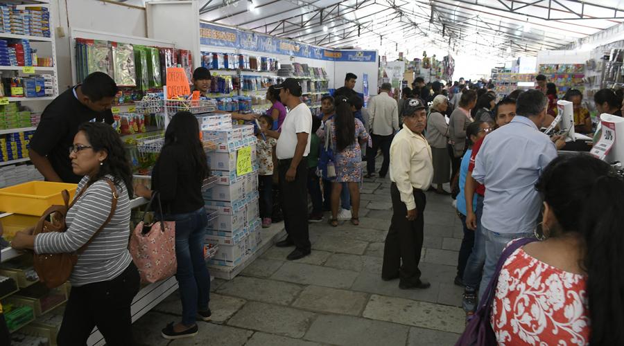 Útiles escolares, el viacrucis de las familias de Oaxaca por encontrar lo más barato