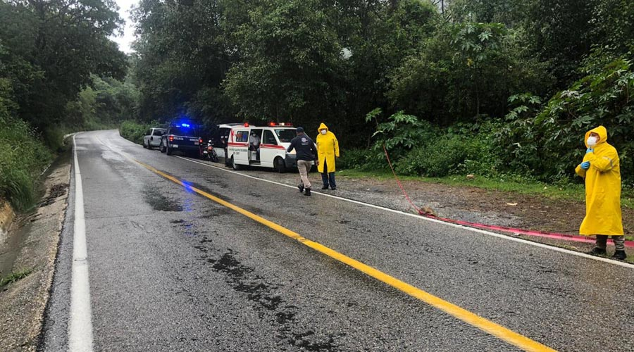 Lo hallan muerto a orilla de carretera rumbo a Ixtlán