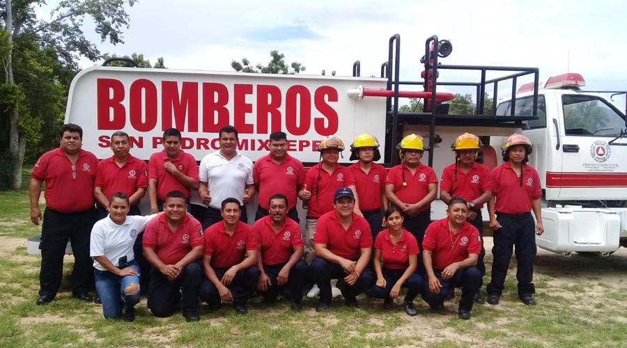 Festejan el Día del Bombero en San Pedro Mixtepec