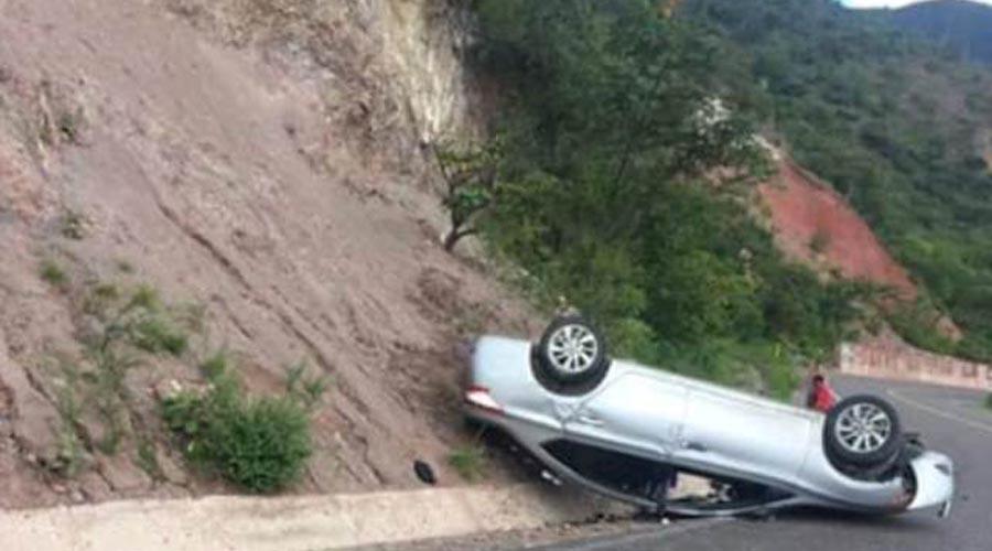 Vuelca su vehículo y sobrevive en Huajuapan | El Imparcial de Oaxaca
