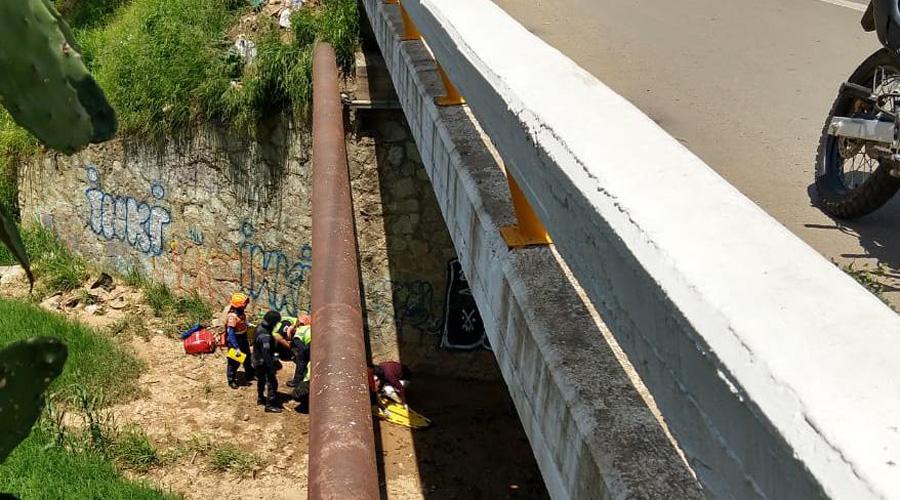 Ebrio cae de cinco metros de altura en San Agustín Yatareni