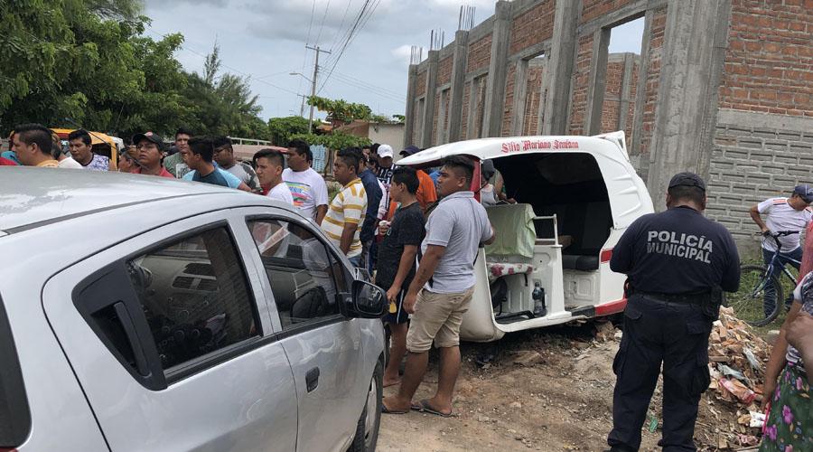 Choca automóvil y mototaxista en Unión Hidalgo