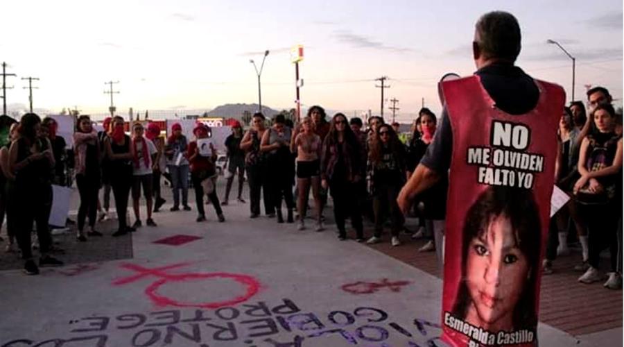 Un hombre también lanza diamantina rosa, en búsqueda de su hija desaparecida | El Imparcial de Oaxaca