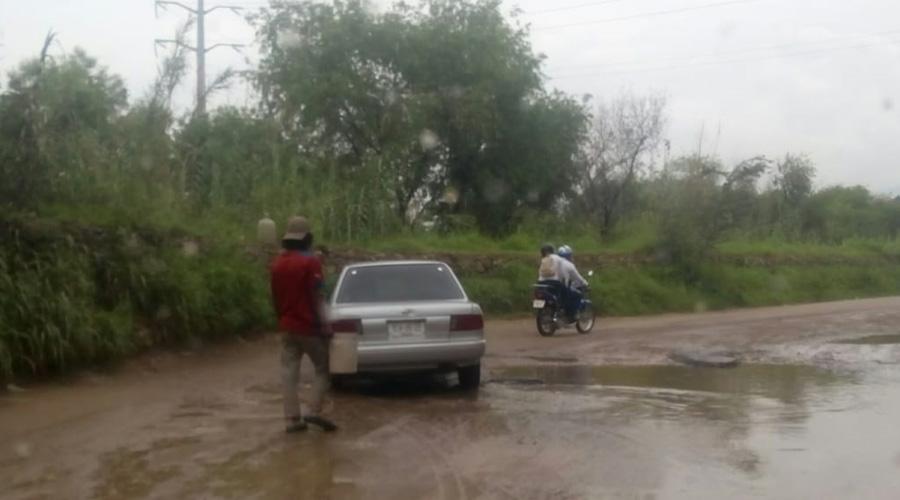 Automovilistas denuncian indolencia de autoridades, ante calles en pésimas condiciones