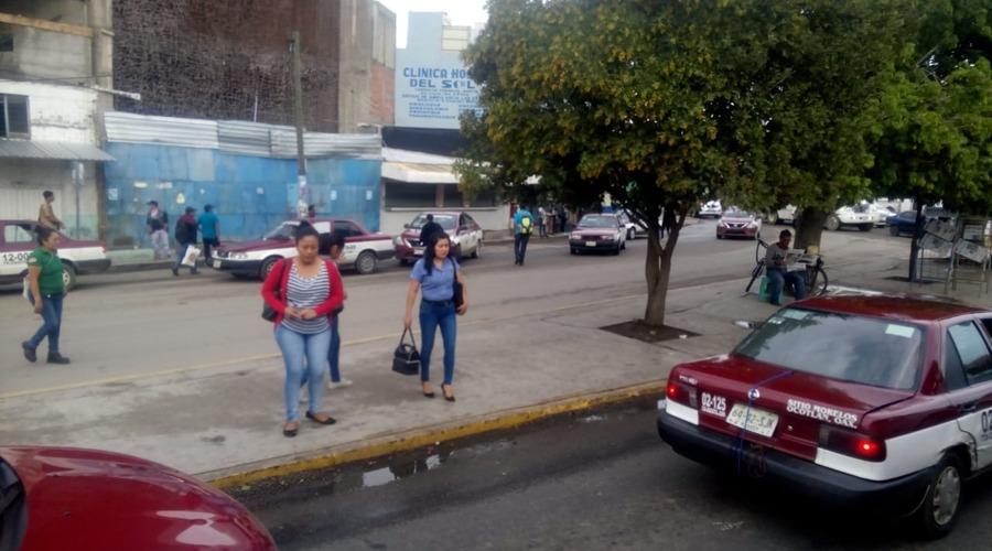 Caos vial pone en riesgo a conductores y peatones de Oaxaca