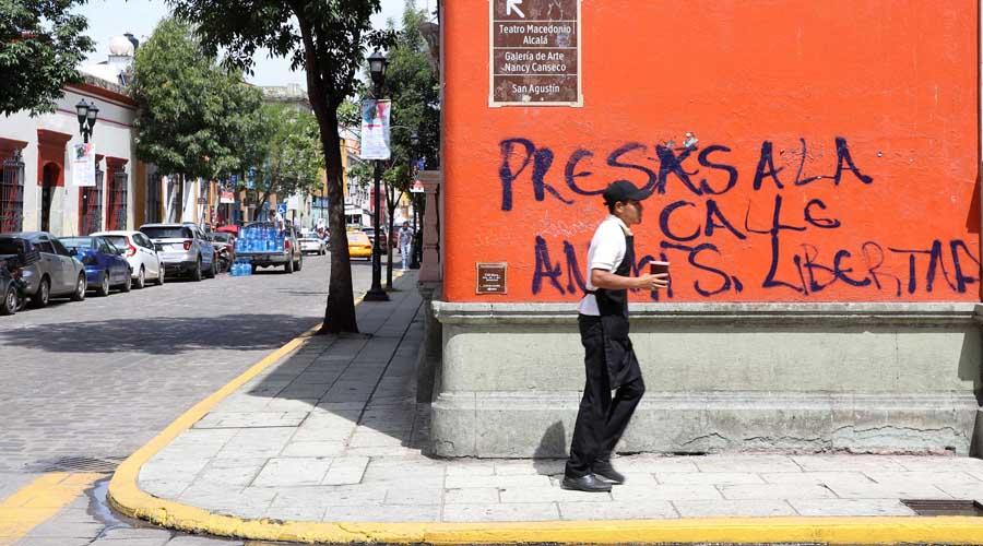 Por pintas y grafitis, registra daños el Centro Histórico de Oaxaca