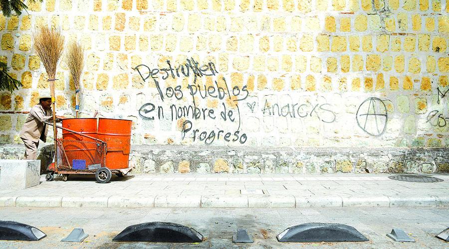 Urge legislar y evitar deterioro por grafitis en edificios del Centro Histórico