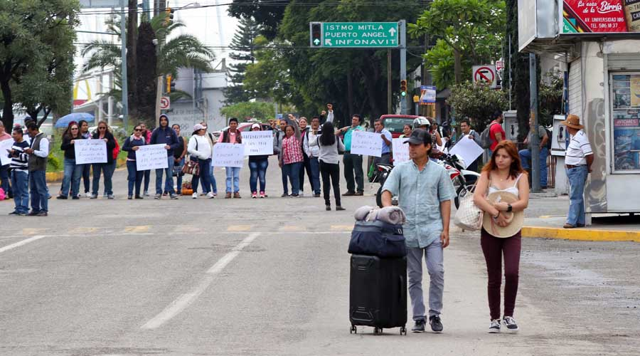 Viernes caótico en la capital oaxaqueña por bloqueos   El Imparcial de Oaxaca