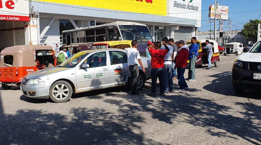 Mototaxi provoca percance en Juchitán