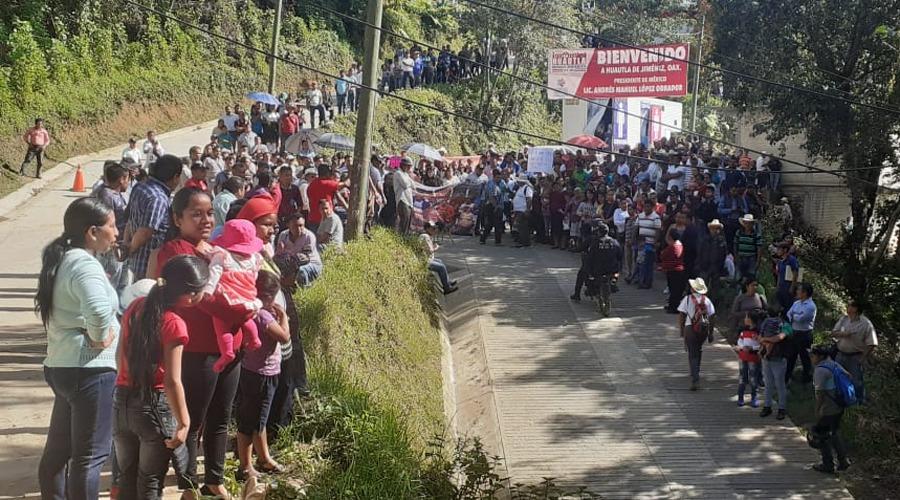 Familiares de desaparecidos visitan a AMLO en Huautla de Jiménez   El Imparcial de Oaxaca