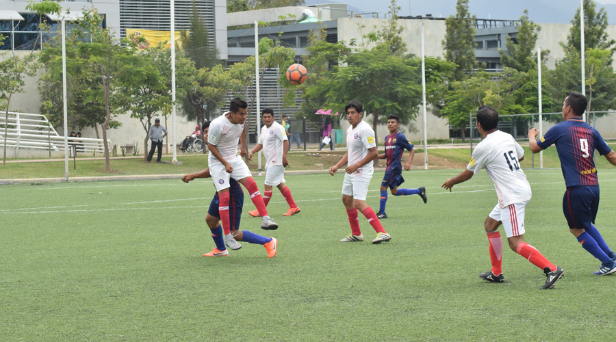 Finales de infarto en el torneo de futbol con motivo del Día del Taxista