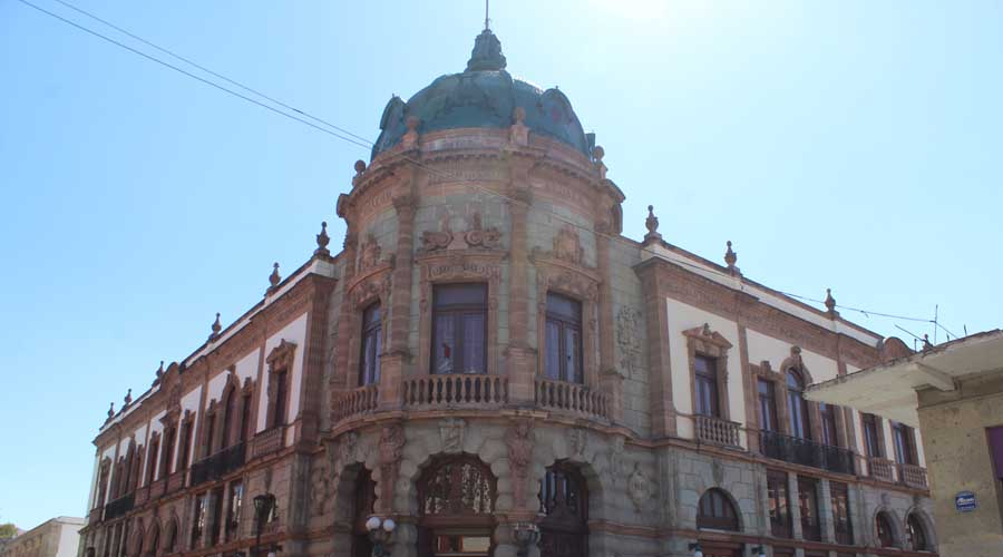 Macedonio Alcalá se deja ver en la ciudad de Oaxaca