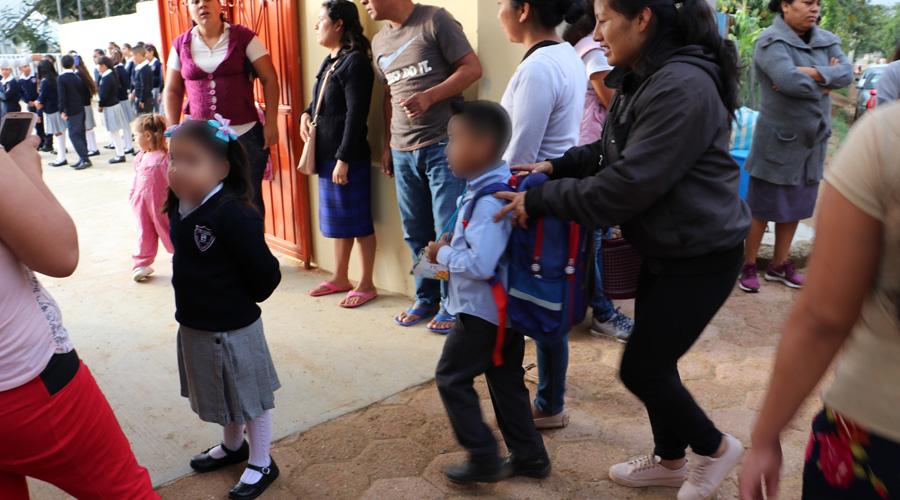 En Oaxaca, llega el primer día de clases entre prisas y regaños