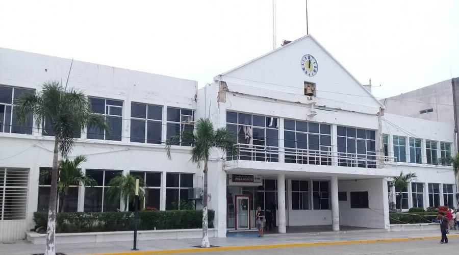 El Palacio Municipal de Salina Cruz se resiste a caer | El Imparcial de Oaxaca