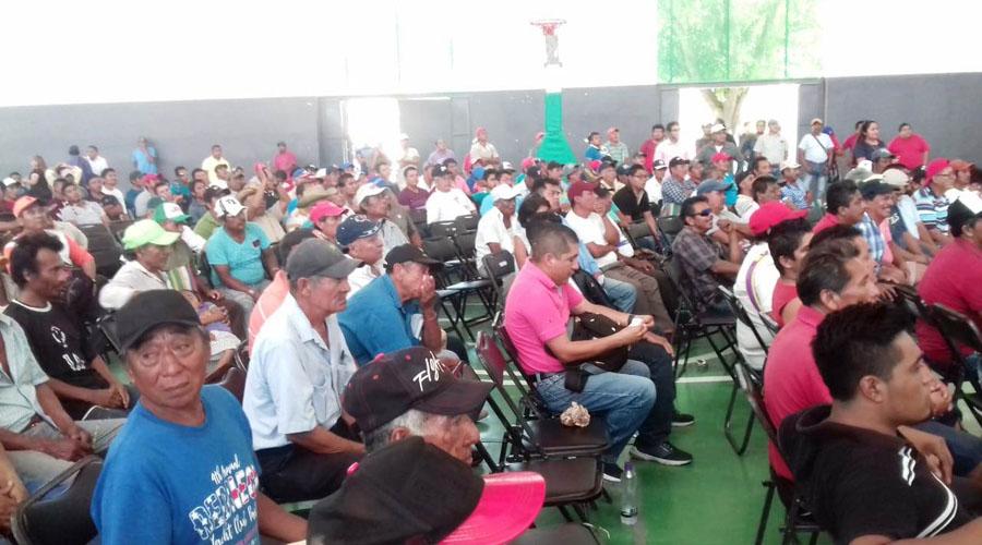 Pescadores de Salina Cruz reciben apoyos del programa BIENPESCA
