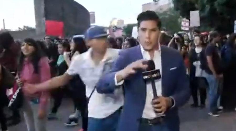 Video: Reportero golpeado durante manifestación feminista interpondrá denuncia | El Imparcial de Oaxaca