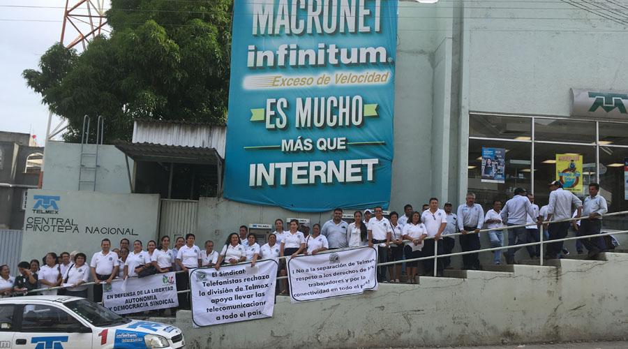 Se manifiesta sindicato de telefonistas en Pinotepa Nacional   El Imparcial de Oaxaca