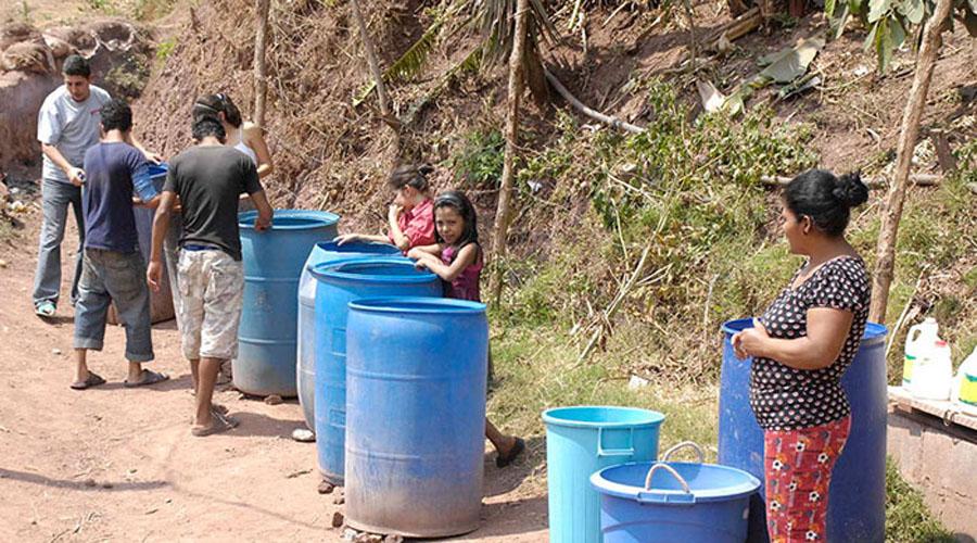 Se quejan usuarios de la zona Norte de Oaxaca, ante la falta de suministro de agua | El Imparcial de Oaxaca