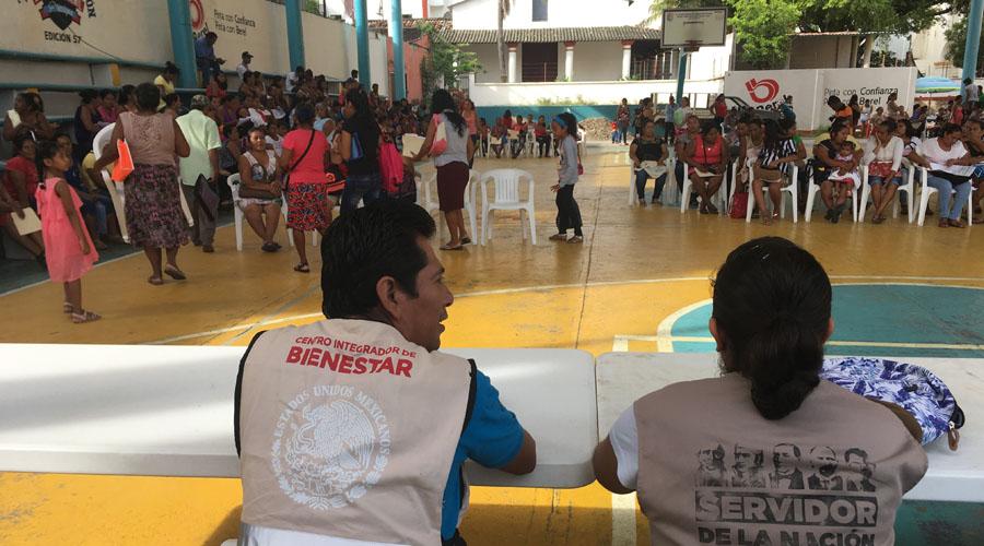 Distancias largas impiden el cobro de becas Bienestar en San Pedro Jicayán