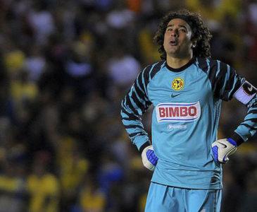 El debut de Guillermo Ochoa motiva a sus compañeros en América