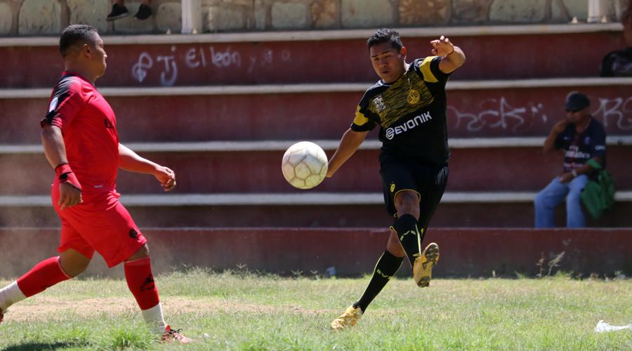 Telefonistas golean en el Torneo de Liga de Veteranos Premier | El Imparcial de Oaxaca
