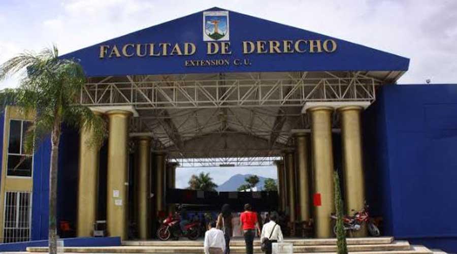 """Derecho: Posgrados caros y """"chafas"""" en la UABJO"""