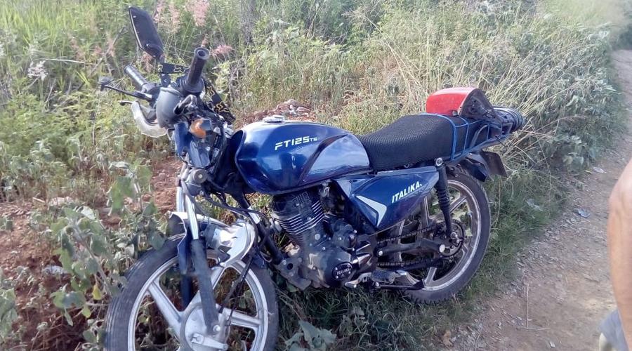 Embiste auto a motociclista en carretera a Panteón Jardín