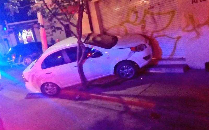 Aparatoso accidente en calle del centro histórico en Oaxaca