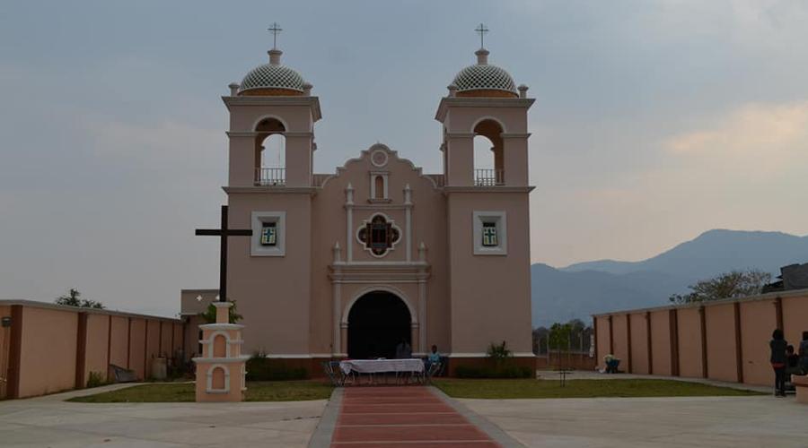 Roban iglesia en honor de la virgen de la Soledad, en Santa Ana Tlapacoyan
