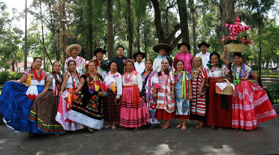 El grupo de danza Atardecer Oaxaqueño festejan su aniversario