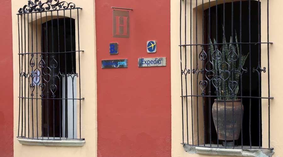 """Con un colchón en el piso, Airbnb la """"rompe"""" en Oaxaca"""