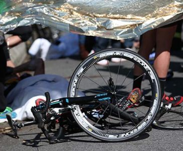 Camioneta arrolla y mata a ciclista