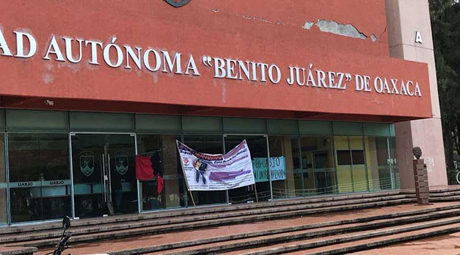 Detienen a dirigentes del Bloque Estudiantil Anarquista en edificio de rectoria de la UABJO