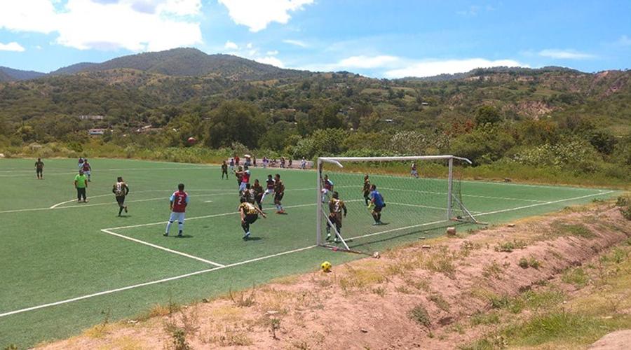 Los Chileajos alzan la copa en la Liga Municipal de Fútbol Varonil de Silacayoápam