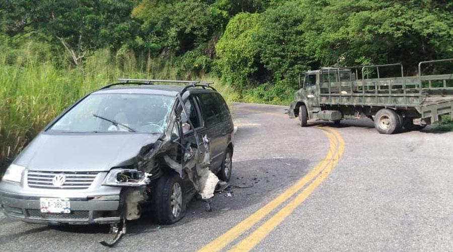 Camión de Guardia Nacional embiste vehículo en Tapanatepec | El Imparcial de Oaxaca