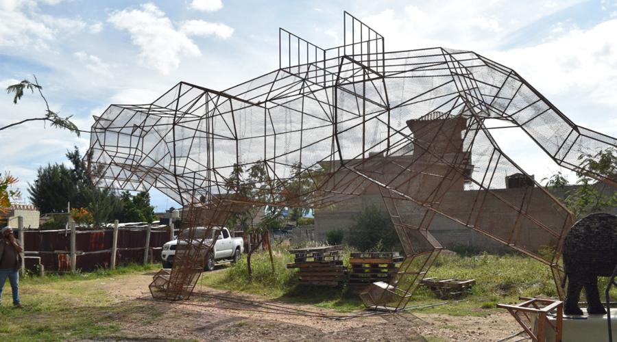 Artista propone un ecologismo escultórico