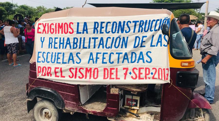 Bloquean en el Istmo, para exigir la reconstrucción de escuelas